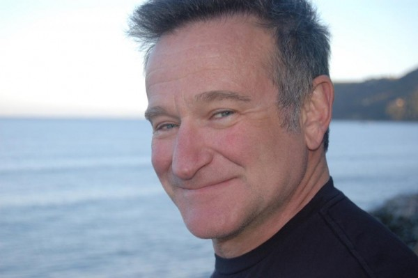 robin-williams-face-man-gray-haired-smile-wrinkles-944804158
