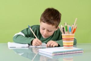 niño-estudiando-2